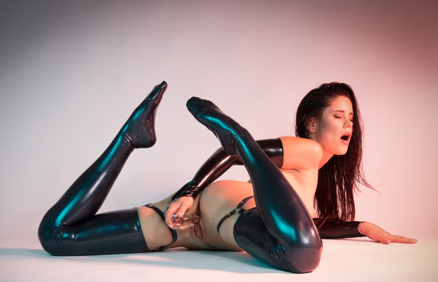 Caprice Divas - The colour of Latex