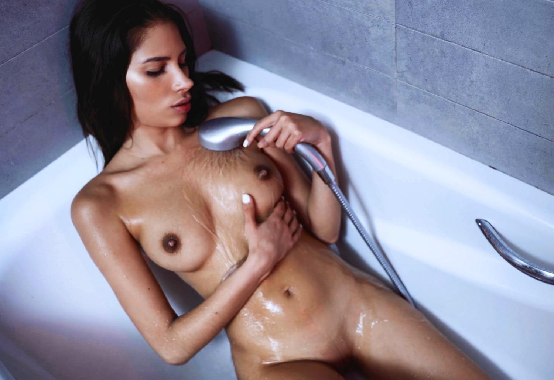 Caprice Divas Secret Bathroom Baby Nicols